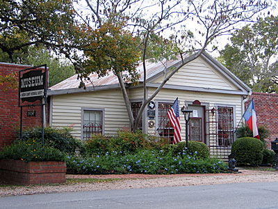 Holiday historical homes tours in bastrop texas for Home builders bastrop tx